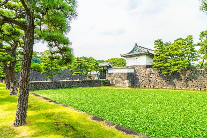 Castelo imperial do palácio da arquitetura velha bonita com fosso e fotografia de stock royalty free