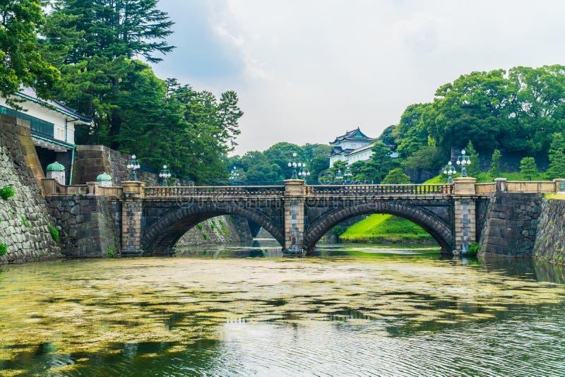Castelo imperial do palácio da arquitetura velha bonita com fosso e foto de stock royalty free