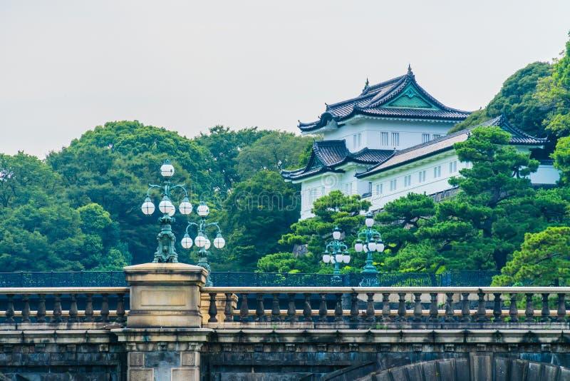 Castelo imperial do palácio da arquitetura velha bonita com fosso e foto de stock