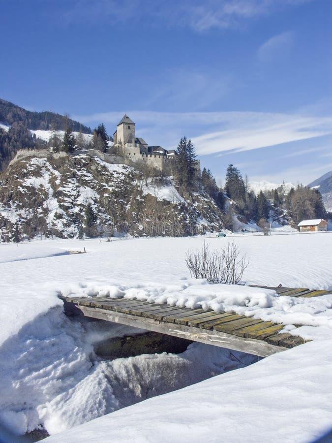 Castelo invernal de Reifenstein em Tirol sul imagens de stock royalty free