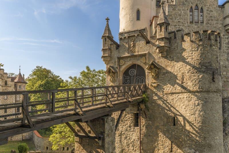 Castelo Lichtenstein com porta e ponte levadiça da entrada fotos de stock