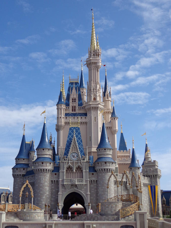 Download Castelo mágico no dia imagem editorial. Imagem de disney - 29833955