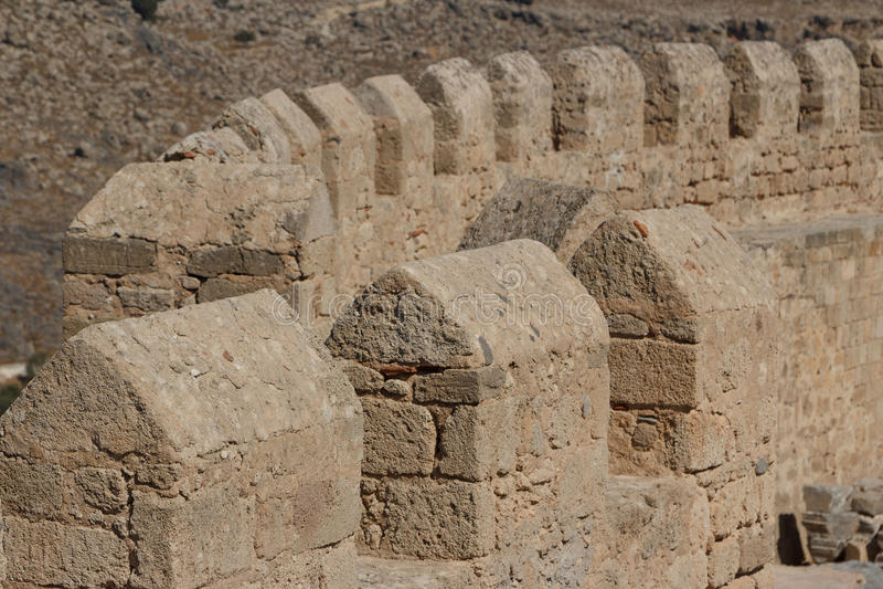 Castelo medieval construído sobre a acrópole antiga, cidade de Lindos imagem de stock royalty free