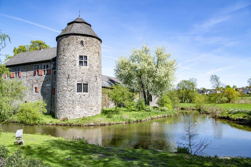 Castelo medieval da água em Ratingen, perto de Dusseldorf, Alemanha imagem de stock royalty free