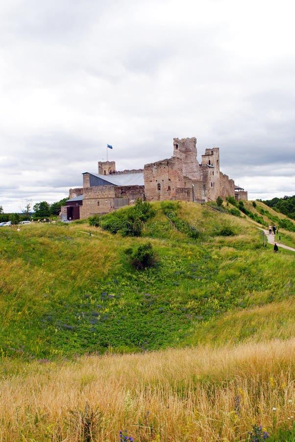 Castelo medieval em Rakvere, Estônia no verão fotos de stock