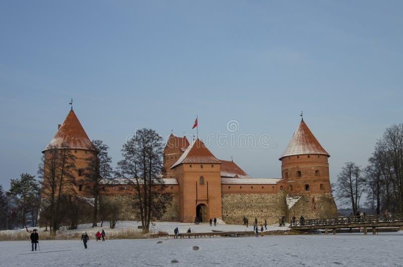 Castelo medieval em Trakai, paisagem do inverno, condado de Vilnius, Lit fotos de stock