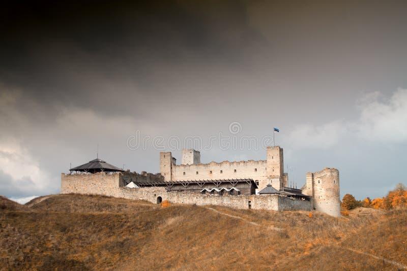 Castelo medieval místico de Rakvere no outono imagens de stock