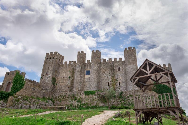 Castelo medieval na vila portuguesa de Obidos fotos de stock royalty free