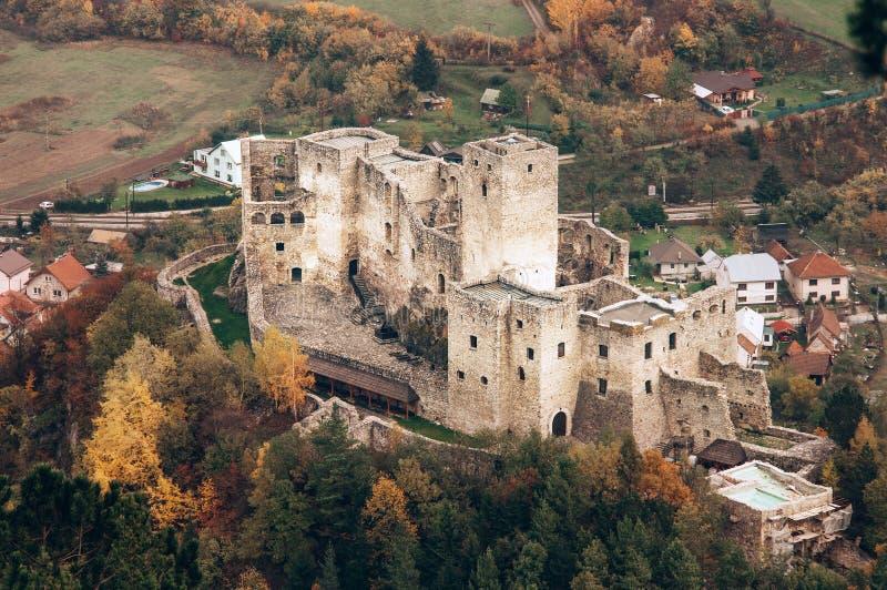 Castelo medieval Strechno Hrad de Strechno, Zilina, Republi eslovaco imagem de stock