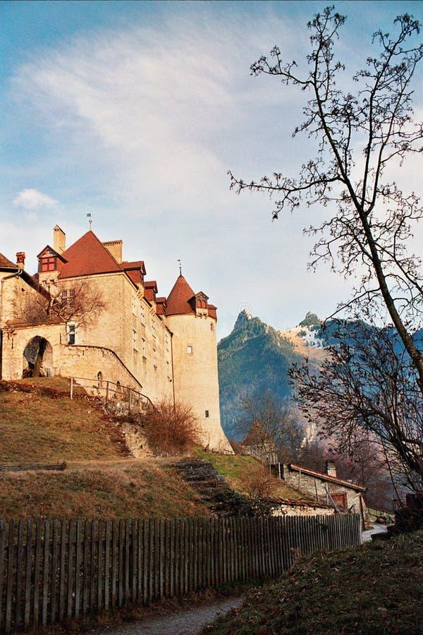 Castelo nas montanhas foto de stock