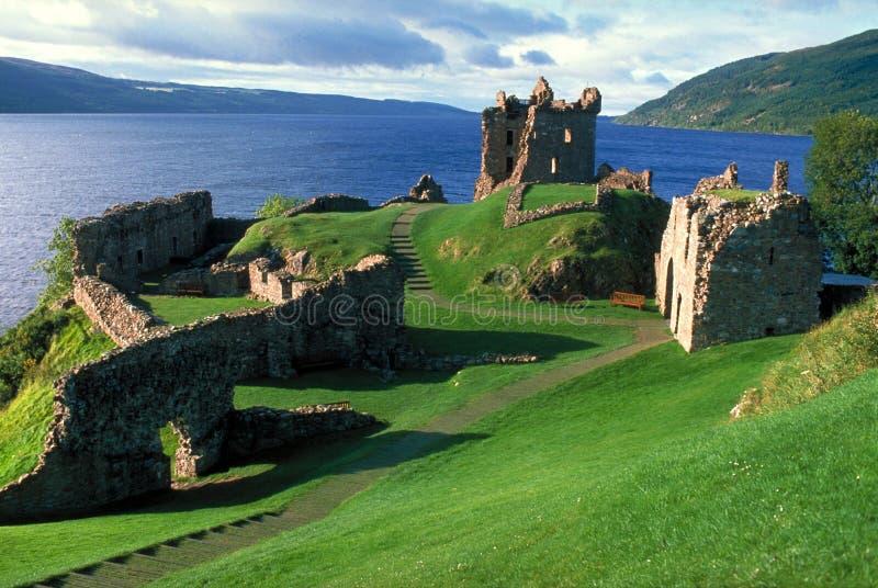 Castelo por Loch Ness imagens de stock