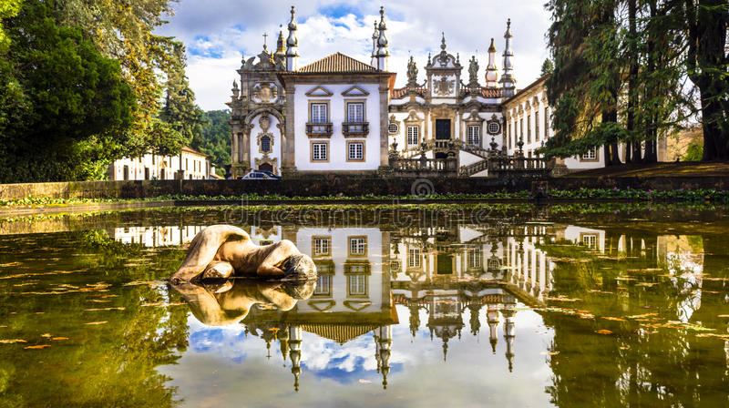 Castelo real bonito de Vila em Portugal (casa de Mateus) fotos de stock