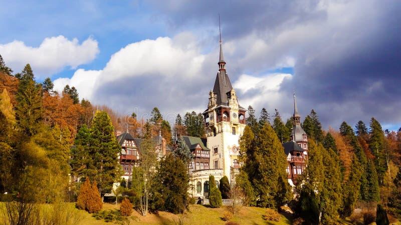 Castelo real famoso de Peles - Sinaia - Romênia fotografia de stock