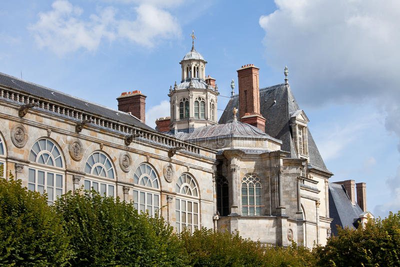Castelo real medieval Fontainbleau perto de Paris foto de stock