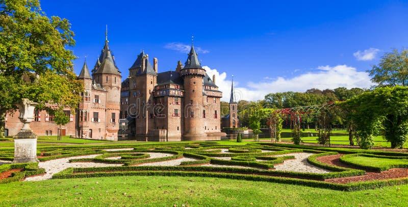 Castelo rom?ntico bonito De Haar com parque e os jardins espl?ndidos holland fotos de stock royalty free
