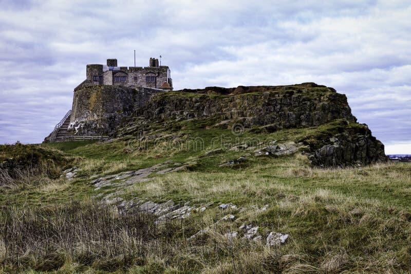 Castelo santamente Inglaterra da ilha de Northumberland imagem de stock