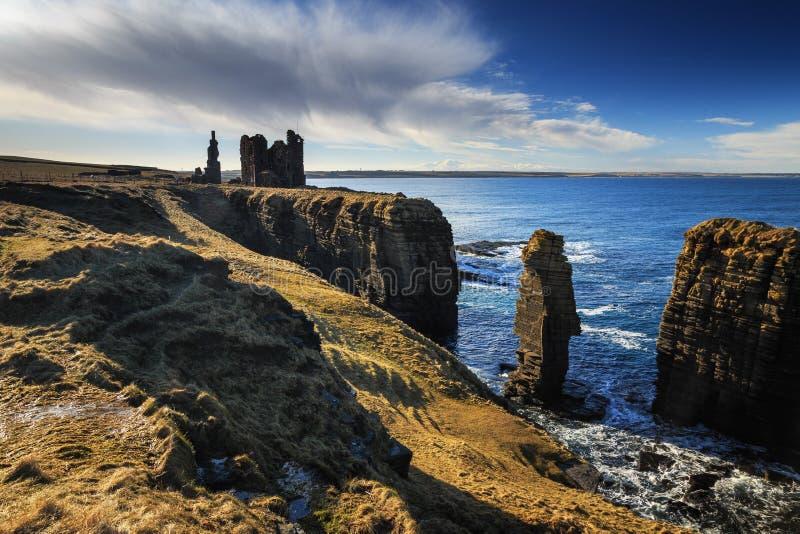 Castelo Sinclair Girnigoe, costa oriental das montanhas fotos de stock royalty free