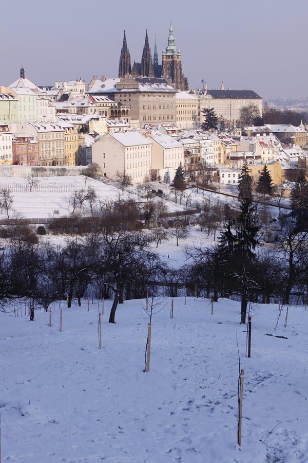 Castelo Snow-covered de Praga imagem de stock