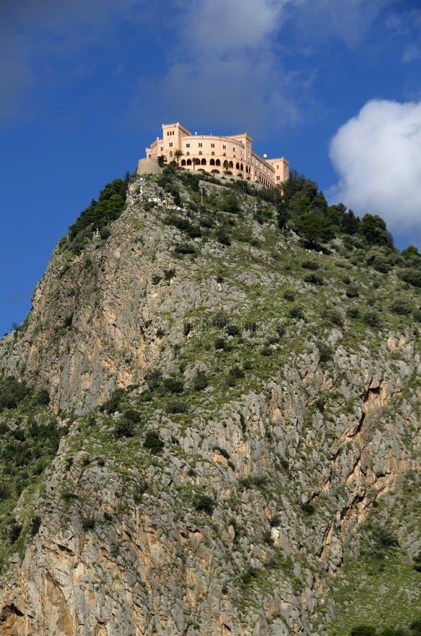 Castelo Utveggio über der Palermo-Stadt in Sizilien lizenzfreie stockbilder