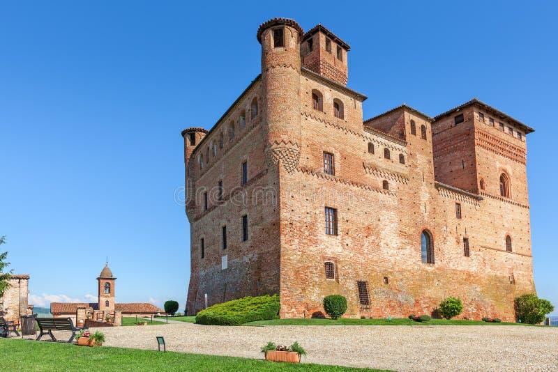 Castelo velho do cavour de Grinzane em Itália fotos de stock