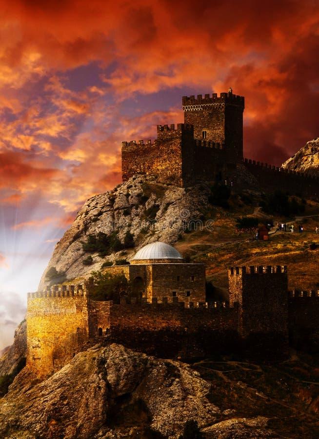 Castelo velho na costa do Mar Negro fotografia de stock