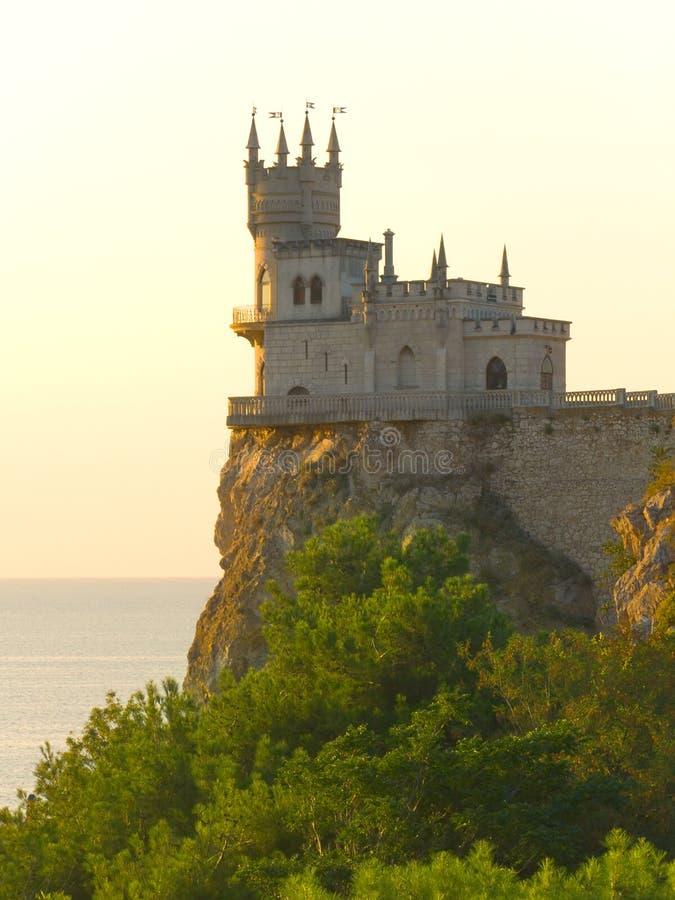 Castelo velho no penhasco fotos de stock royalty free