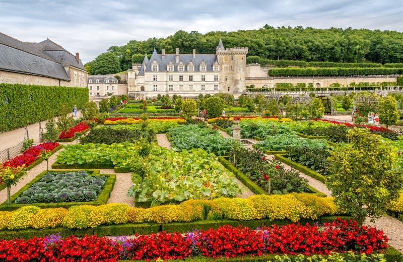 Castelo Villandry com jardim colorido foto de stock