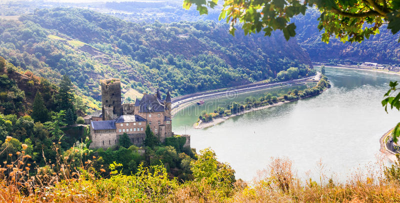Castelos românticos - vale do Reno Cenário de Alemanha Ideia do Kat imagem de stock royalty free