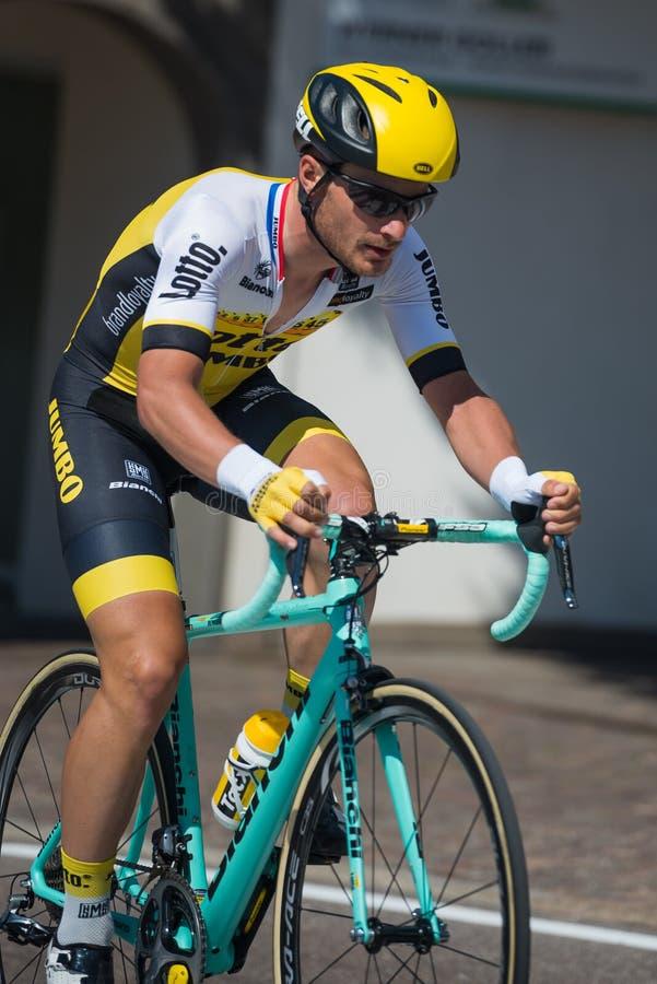 Castelrotto,意大利2016年5月22日;在困难时期试验攀登期间的专业骑自行车者 免版税库存照片