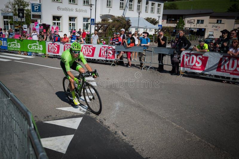 Castelrotto,意大利2016年5月22日;Rigoberto Uran,专业骑自行车者,在困难时期试验攀登期间 图库摄影