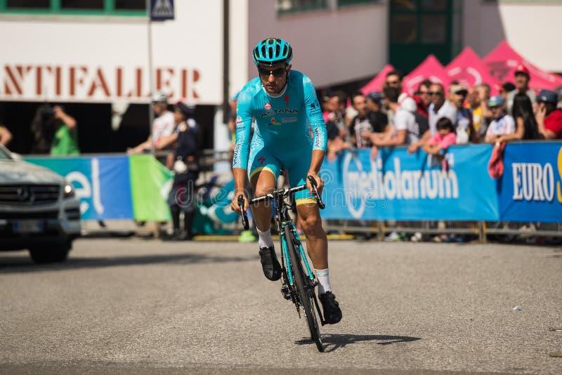 Castelrotto, Ιταλία στις 22 Μαΐου 2016  Ο επαγγελματικός ποδηλάτης κατά τη διάρκεια μιας δοκιμής δυσκολίας αναρριχείται στοκ φωτογραφία με δικαίωμα ελεύθερης χρήσης