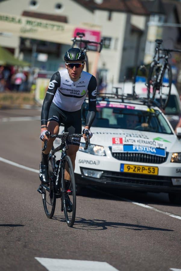 Castelrotto, Ιταλία στις 22 Μαΐου 2016  Ο επαγγελματικός ποδηλάτης κατά τη διάρκεια μιας δοκιμής δυσκολίας αναρριχείται στοκ εικόνες