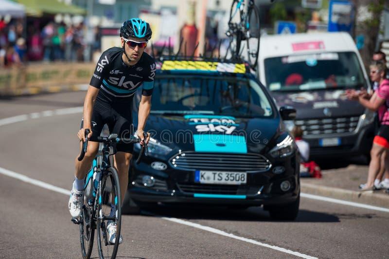 Castelrotto, Itália 22 de maio de 2016; Ciclista profissional durante uma escalada experimental da dificuldade foto de stock