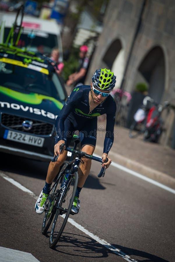 Castelrotto, Italia 22 de mayo de 2016; Ciclista profesional de Giovanni Visconti, durante una subida de ensayo de la dificultad fotografía de archivo libre de regalías