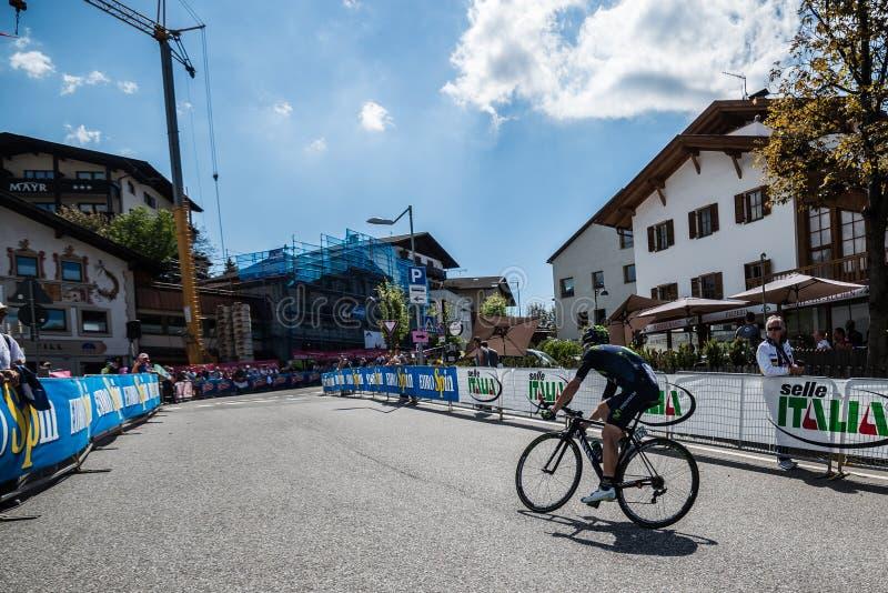 Castelrotto, Italia 22 de mayo de 2016; Ciclista profesional durante una subida de ensayo de la dificultad fotografía de archivo libre de regalías