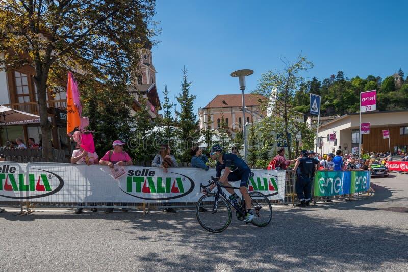 Castelrotto, Italia 22 de mayo de 2016; Ciclista profesional durante una subida de ensayo de la dificultad imágenes de archivo libres de regalías