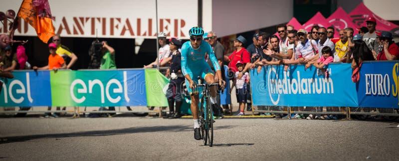 Castelrotto, Italia 22 de mayo de 2016; Ciclista profesional durante una subida de ensayo de la dificultad imagenes de archivo