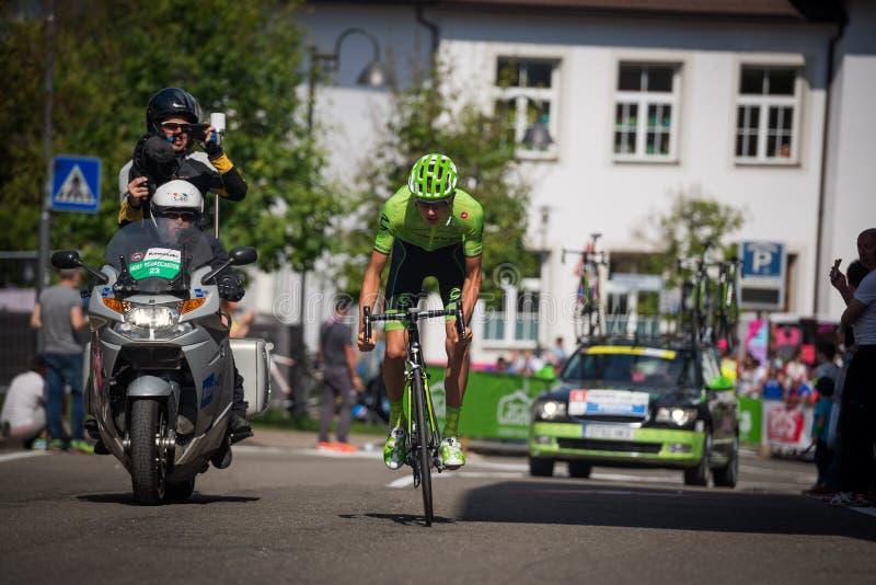 Castelrotto, Italia 22 de mayo de 2016; Ciclista profesional durante una subida de ensayo de la dificultad imagen de archivo libre de regalías
