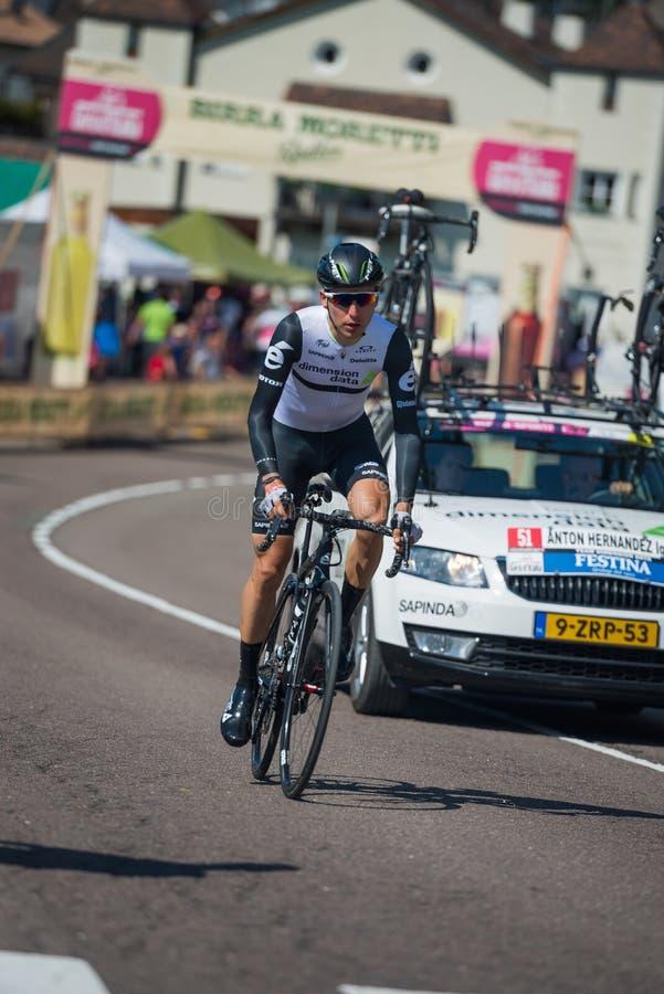 Castelrotto, Italia 22 de mayo de 2016; Ciclista profesional durante una subida de ensayo de la dificultad fotografía de archivo