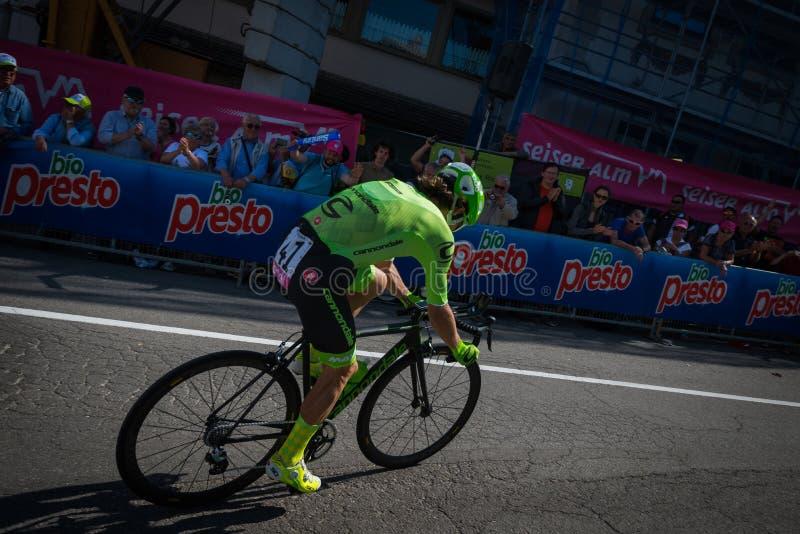 Castelrotto, Italia 22 maggio 2016; Rigoberto Uran, ciclista professionista, durante la salita di prova di difficoltà fotografia stock libera da diritti