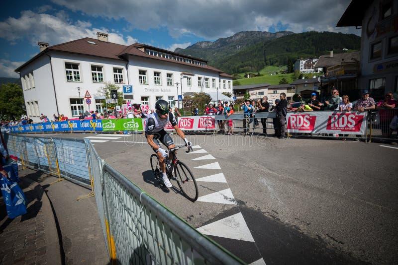 Castelrotto, Italie le 22 mai 2016 ; Cycliste professionnel pendant une montée d'essai de difficulté photos libres de droits