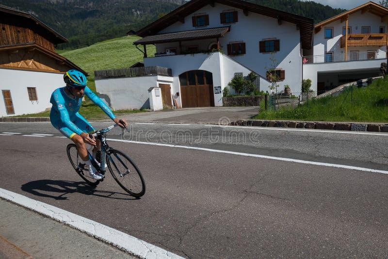 Castelrotto, Italie le 22 mai 2016 ; Vincenzo Nibali, cycliste professionnel, pendant une montée d'essai de difficulté, photo stock