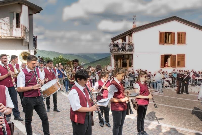 Castelsaraceno, Italia, 18-06-2017: ` Ndenna, Rito del della de Festa del La foto de archivo libre de regalías