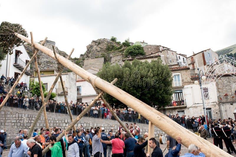 Castelsaraceno, Italia, 18-06-2017: ` Ndenna, Rito del della de Festa del La fotos de archivo