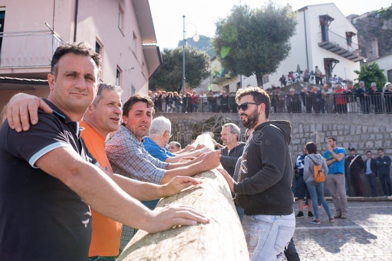 Castelsaraceno, Italia, 18-06-2017: ` Ndenna, Rito del della de Festa del La imágenes de archivo libres de regalías