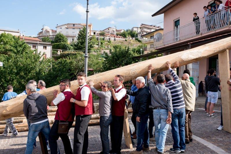 Castelsaraceno, Italia, 18-06-2017: ` Ndenna, Rito del della de Festa del La imagenes de archivo