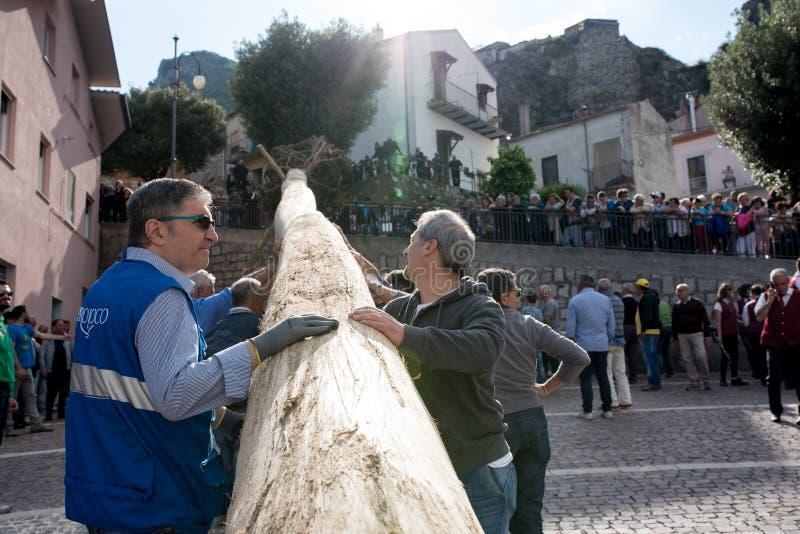 Castelsaraceno, Italia, 18-06-2017: ` Ndenna, Rito del della de Festa del La fotografía de archivo libre de regalías
