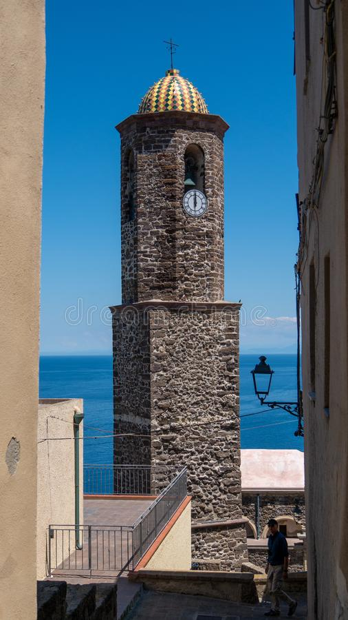 Castelsardo Σαρδηνία Ιταλία πύργων εκκλησιών στοκ εικόνα με δικαίωμα ελεύθερης χρήσης
