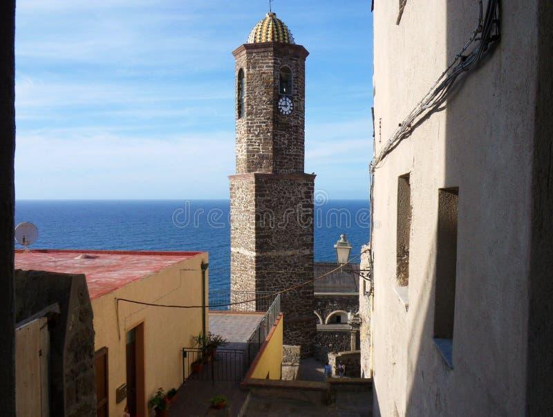 Castelsardo - campanario del ` Antonio Abate de Sant imagen de archivo