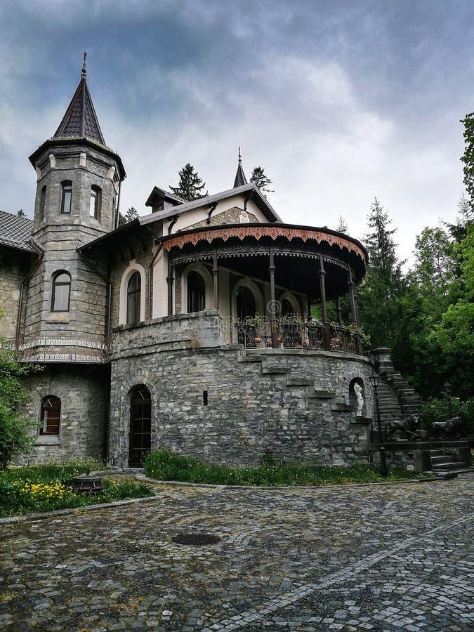 Castelul Stirbey Sinaia au printemps images libres de droits